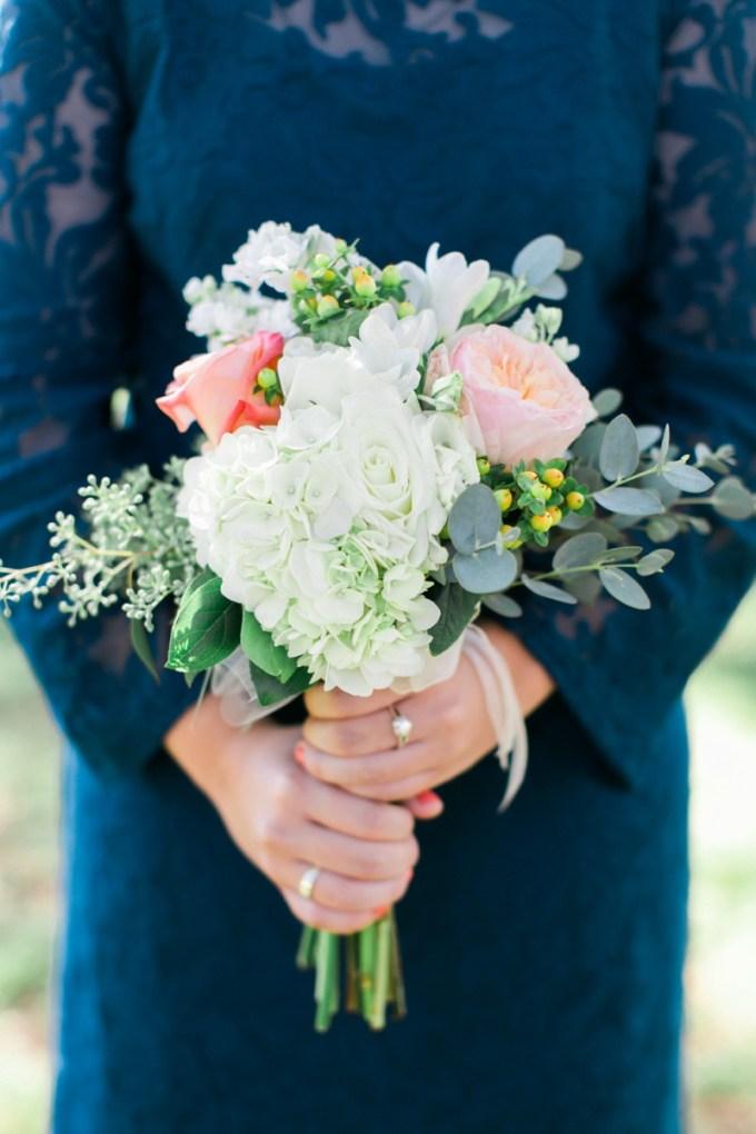 bridesmaid bouquet | Elisabeth Carol Photography | Glamour & Grace