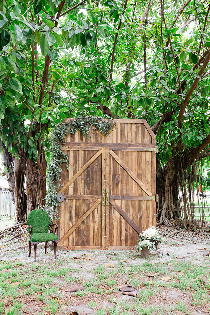 barn doors | Vanessa Velez Photography | Glamour & Grace