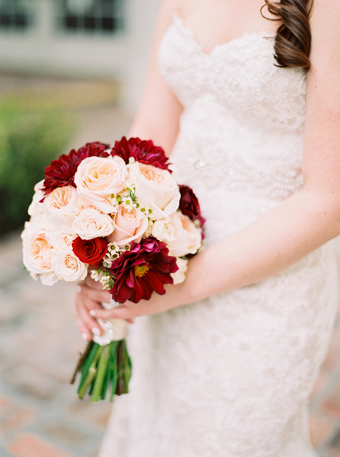 red and blush bouquet | Best Photography | Glamour & Grace