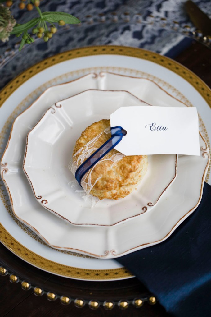 biscuit place setting | Ava Moore Photography | Glamour & Grace