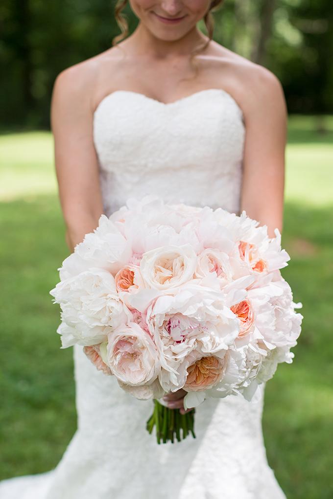 peony bouquet | Samantha Laffoon Photography | Glamour & Grace