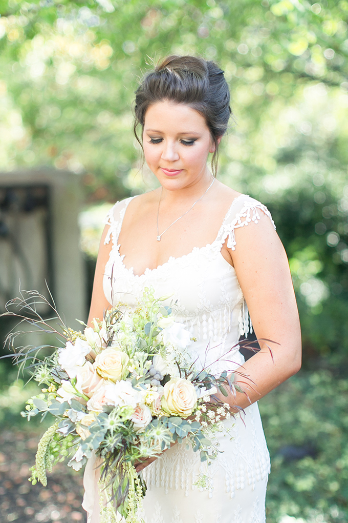white and green bouquet   Jill Doty Photography   Glamour & Grace