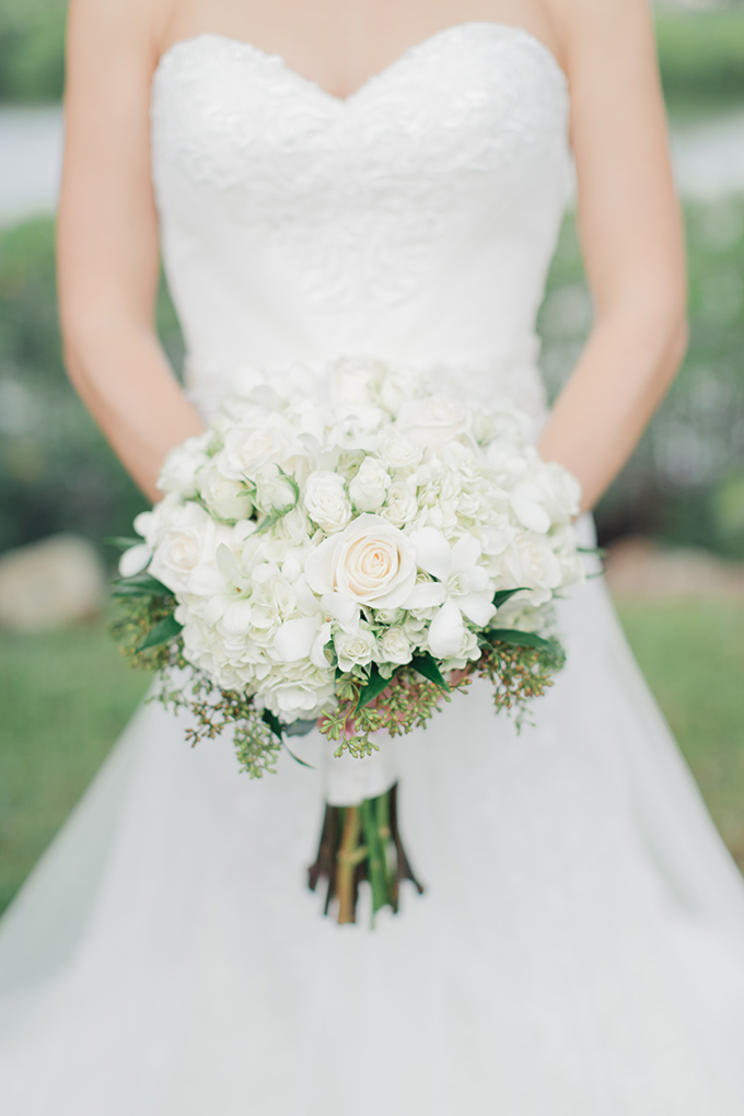white bouquet | Jessica Bordner Photography | Glamour & Grace