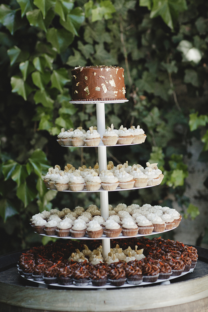 cupcake tower | Heather Elizabeth Photography | Glamour & Grace