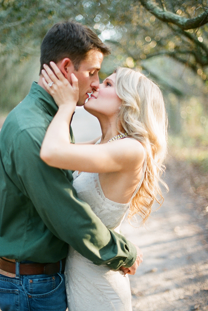 romantic Southern engagement session | Esther Louise Photography | Glamour & Grace