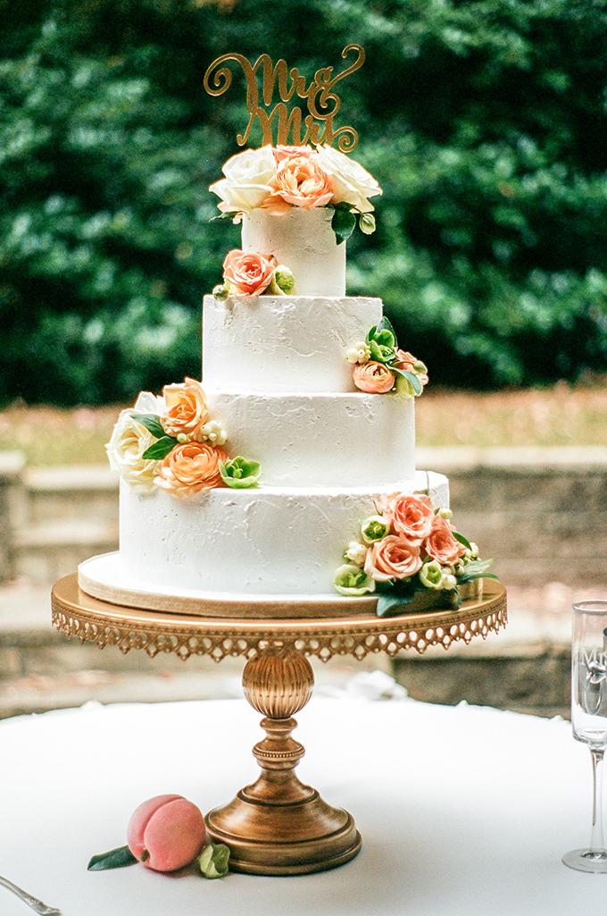peach wedding cake | Alisha Crossley Photography | Glamour & Grace