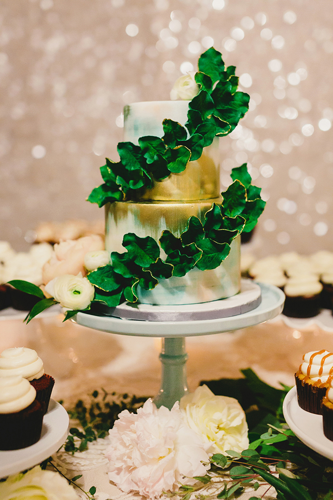 wreath wrapped gold cake | Milou + Olin Photography | Glamour & Grace