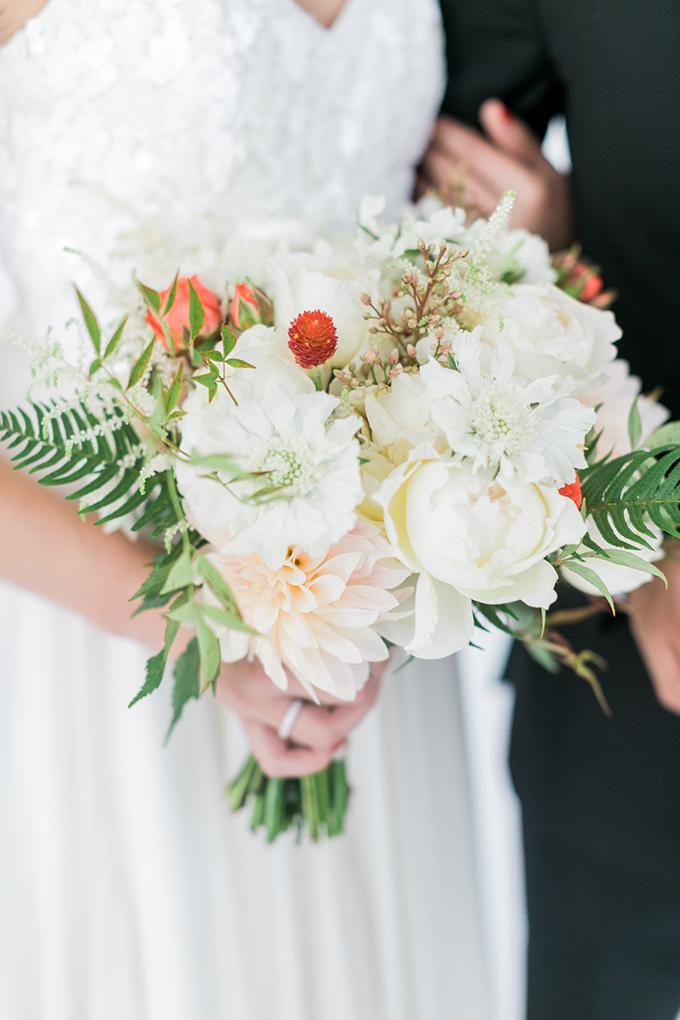 white bouquet | Alexis June Weddings | Glamour & Grace