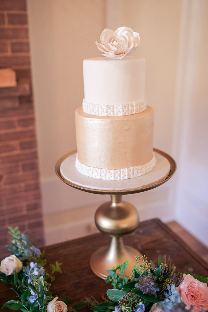 white and gold wedding cake | Alex Nardulli | Glamour & Grace