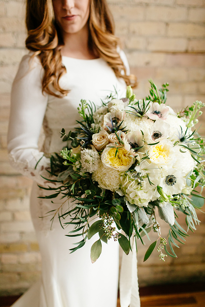 lush oversized white bouquet | Leah Fontaine Photography | Glamour & Grace