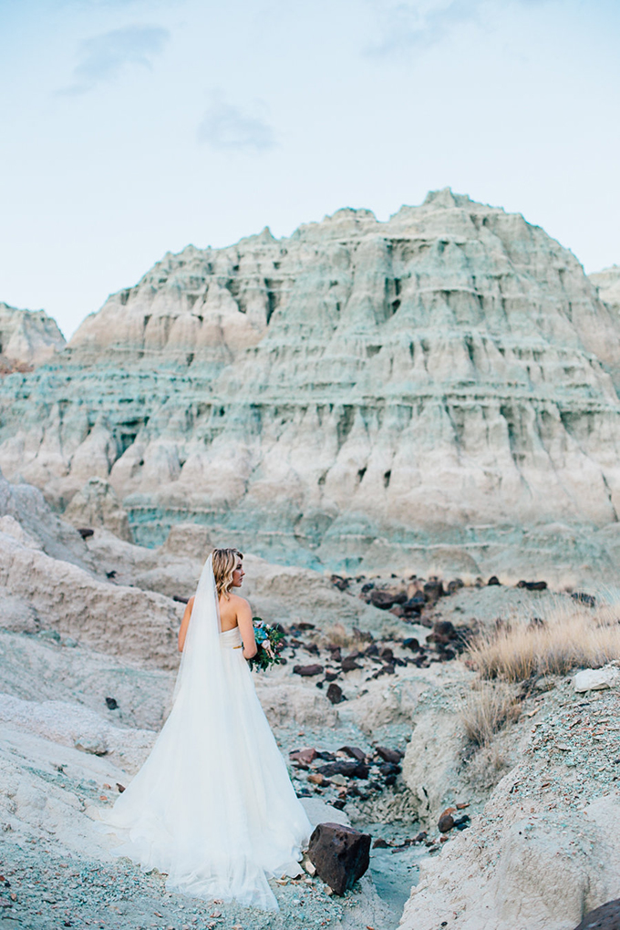 romantic Blue Basin bridal session | Trish Laver Photography | Glamour & Grace