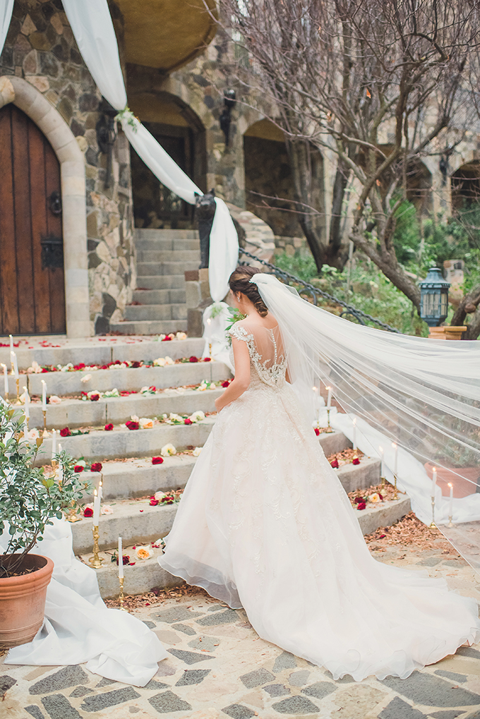 romantic Beauty and the Beast wedding inspiration | Sun & Sparrow Photography and Films | Glamour & Grace