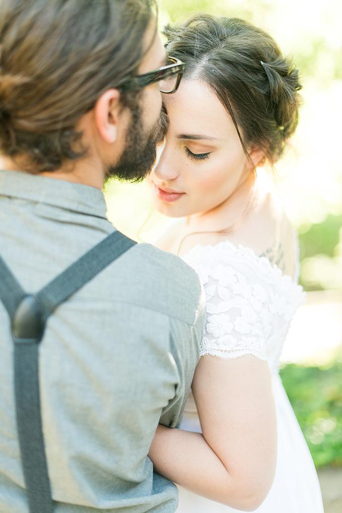 romantic peony wedding inspiration   Lori Lynn Photography   Glamour & Grace