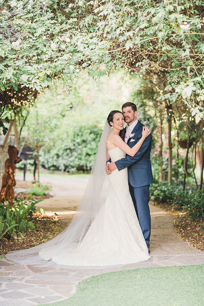 romantic vintage estate wedding | Sun & Sparrow | Glamour & Grace