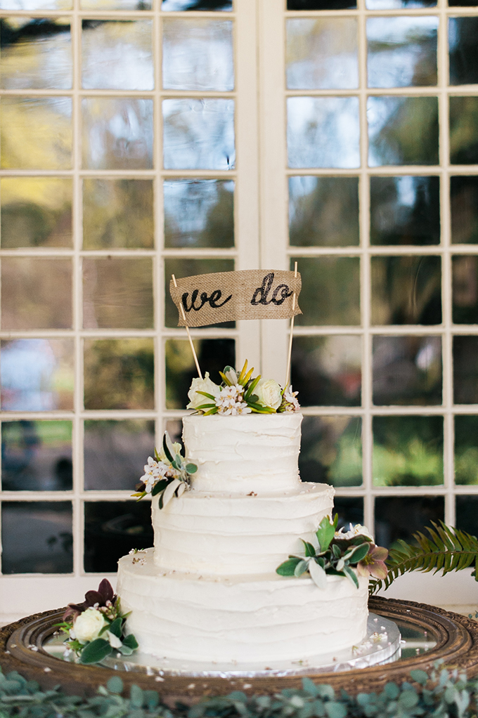 rustic white cake | Adrien Craven Photography | Glamour & Grace