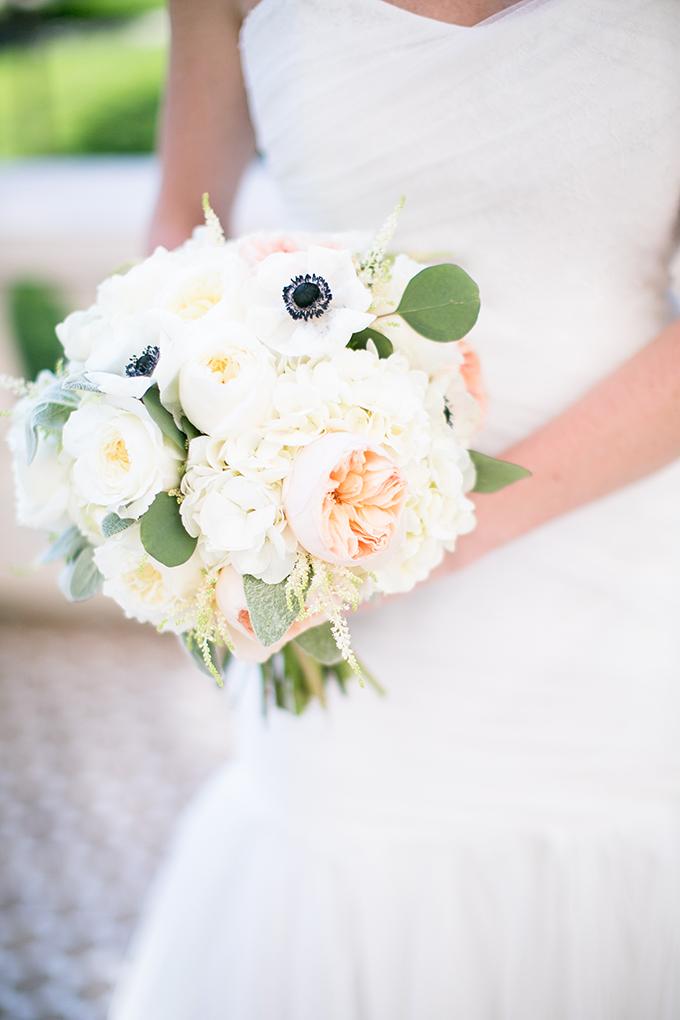 white bouquet | Amy Caroline Photography | Glamour & Grace