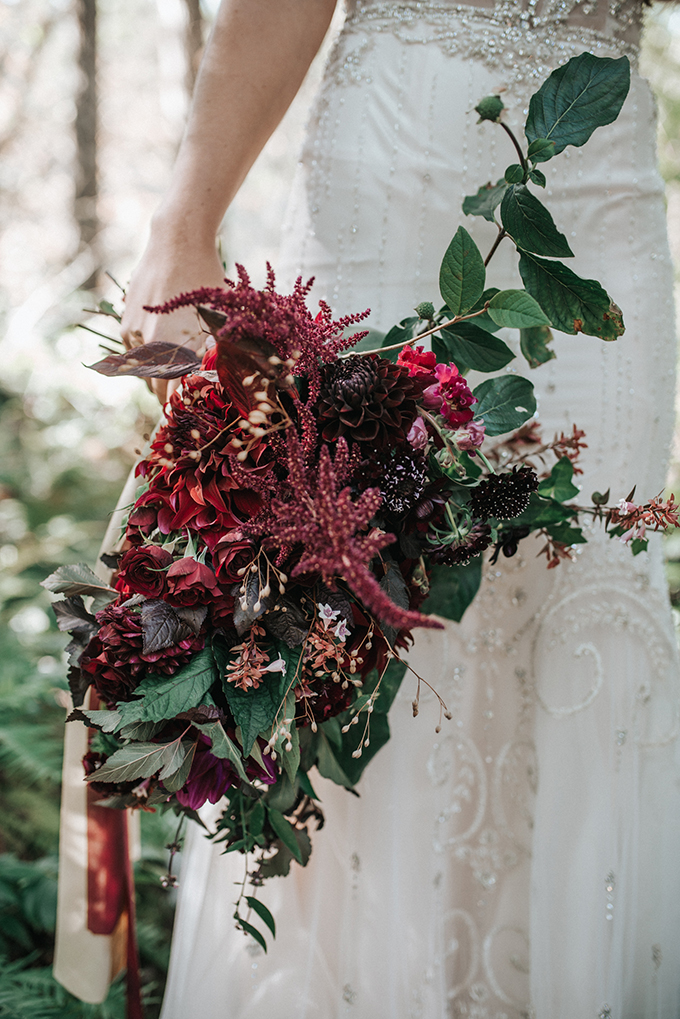 red bouquet | Mossfloor Photography | Glamour & Grace