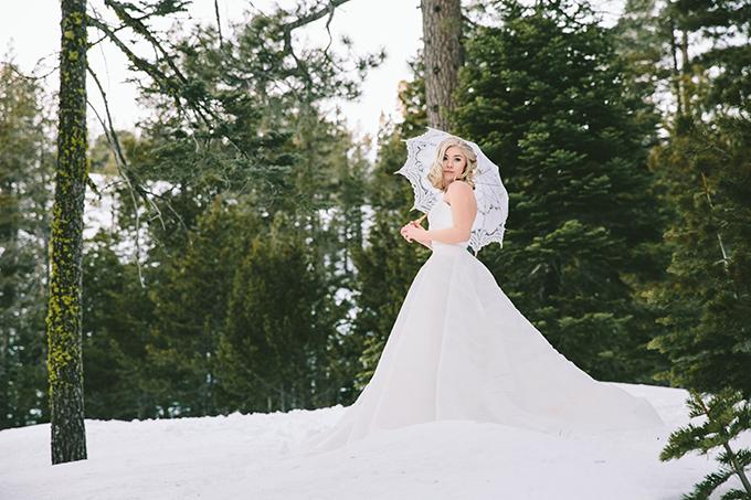 vintage winter bridal portraits | R&E Weddings | Glamour & Grace