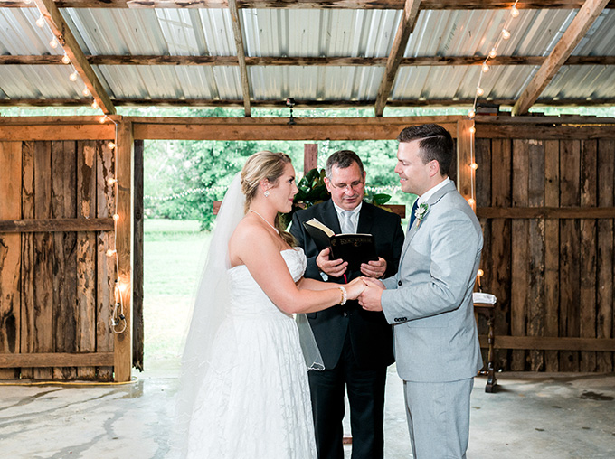 blush barn wedding | Michelle Lea Photographie | Glamour & Grace