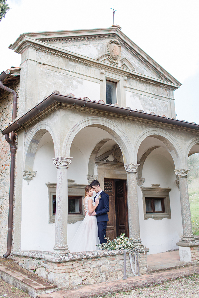 romantic Tuscany elopement | Diana Frohmueller | Glamour & Grace