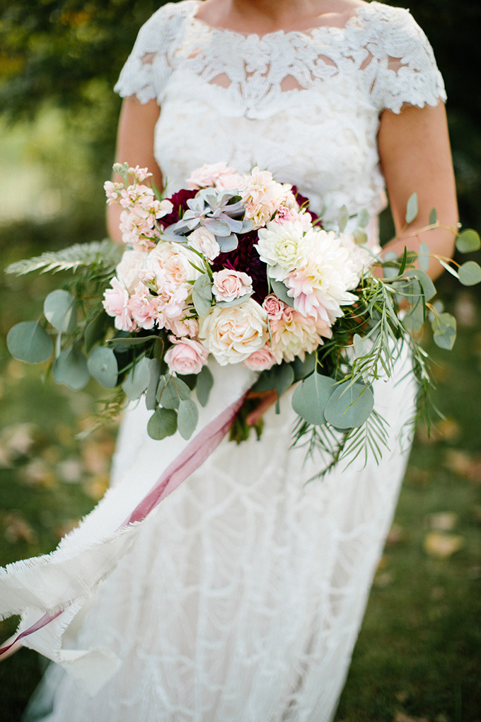 blush and red bouquet | Danielle Stewart Photography | Glamour & Grace