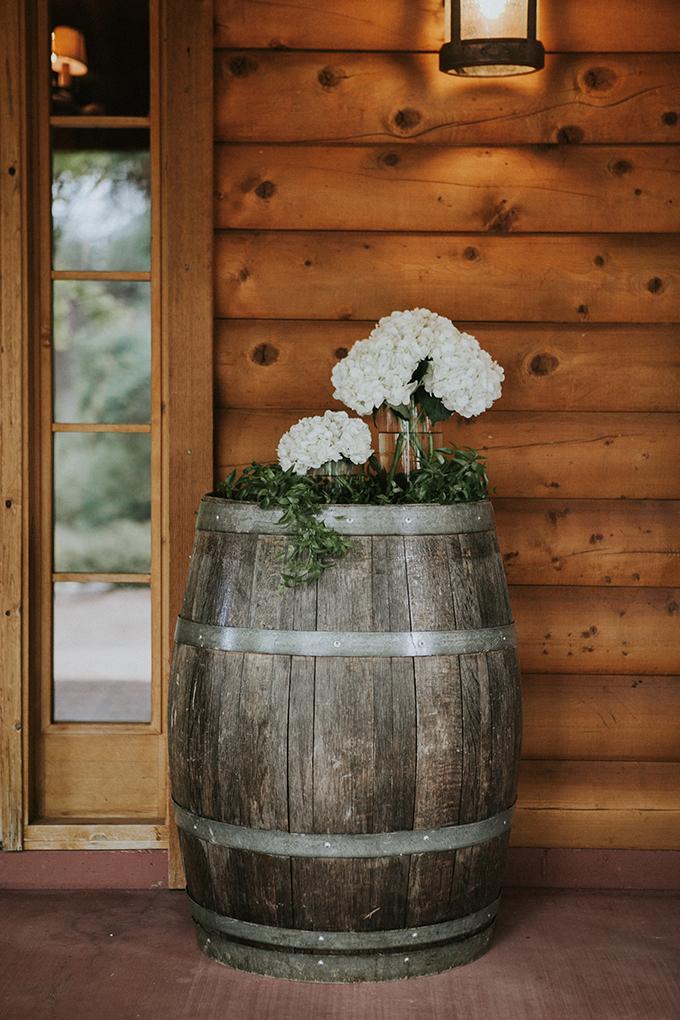 intimate lodge wedding   Jay & Jess Photography   Glamour & Grace-31