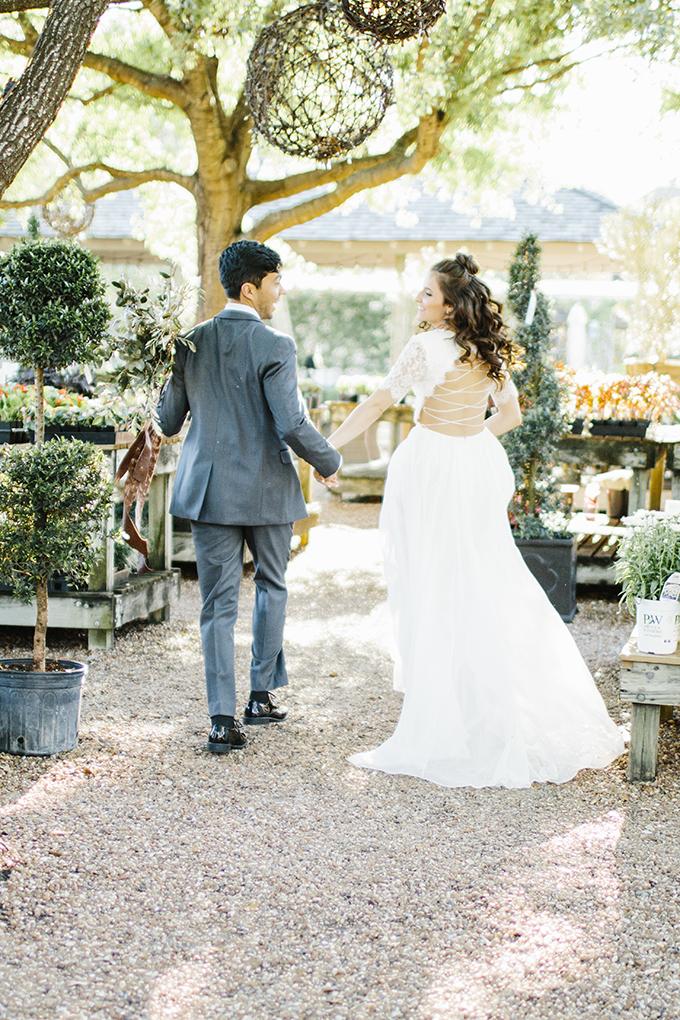 minimalist garden wedding inspiration | Shelby Tsika Photography | Glamour & Grace