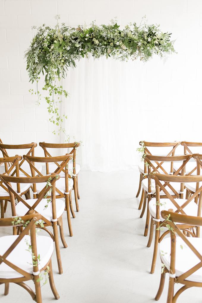 greenery wedding inspiration | Minted wedding invitations | Helen Warner Photography | Glamour & Grace