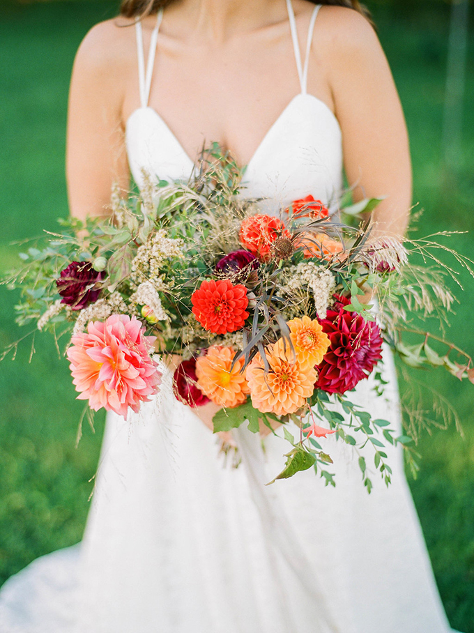 red and orange dahlia bouquet | Carrie House Photography | Glamour & Grace