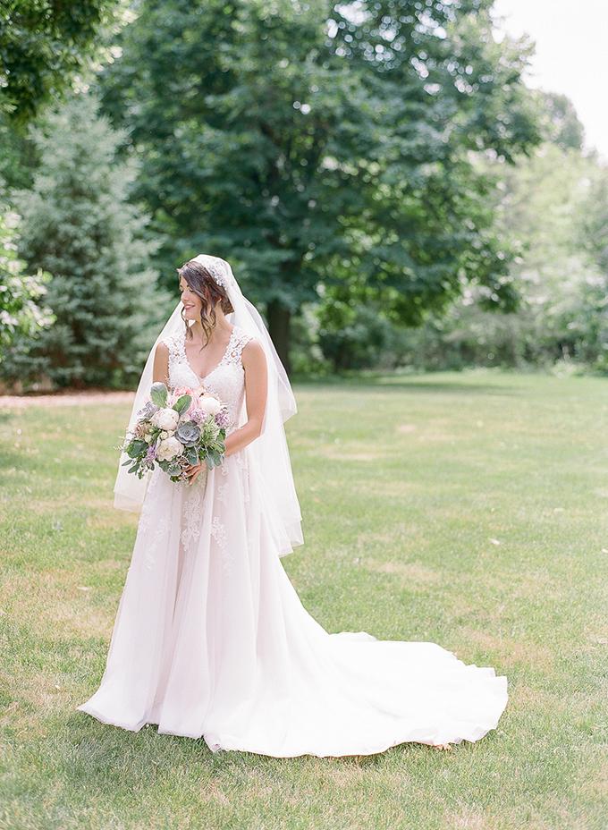 sweet purple Wisconsin wedding | The Ganeys | Glamour & Grace
