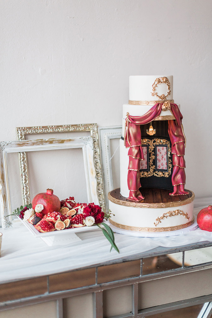elaborate decorated wedding cake | Nicole Flores Photography Co. | Glamour & Grace