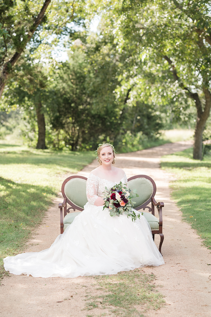 burgundy Texas ranch wedding | Eureka Photography | Glamour & Grace