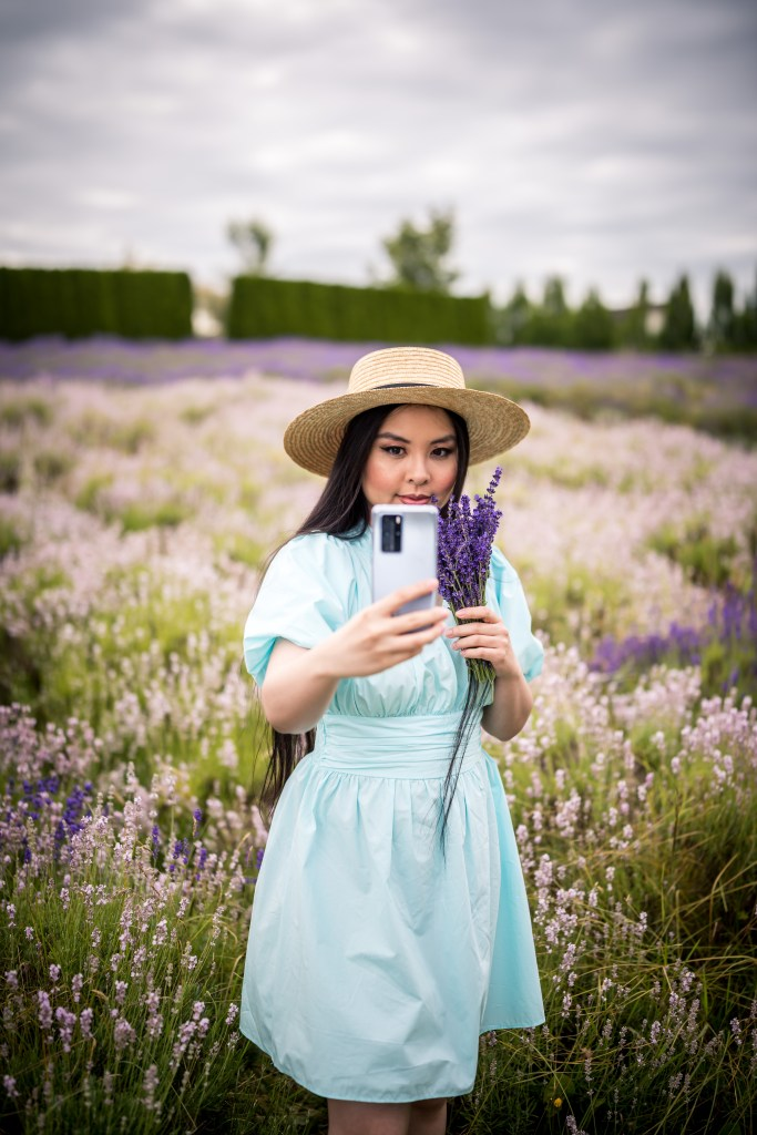 Glamouraspirit with Huawei P40 Pro Smartphone in Silver Frost at Full Bloom Lavender Farm at Langley B.C