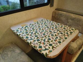 tablecloth-on-dinette