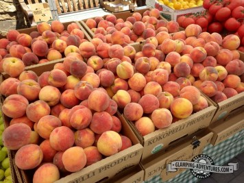 Glorious CO peaches, farmers market, Vail CO.
