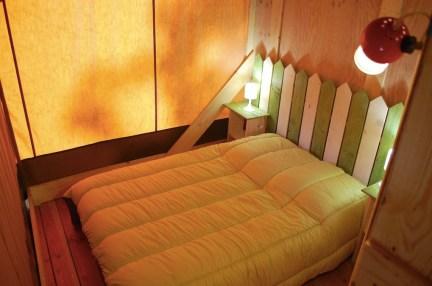 Chambre double Tente Lodge Safari au glamping Le Soleil des Bastides à Cahuzac-sur-Vère en Midi-Pyrénées