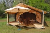Tente lodge au glamping Camping La Castillonderie à Montignac-Thonac en Aquitaine