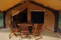 Terrasse au glamping Camping La Castillonderie à Montignac-Thonac en Aquitaine