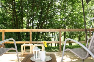 Terrasse tente safari au glamping La Verte à Villars en Aquitaine