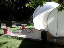 Terrasse privative Bubble Room au glamping Camping des Cerisiers à Guillac en Bretagne