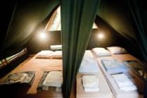 Espace nuit de la Cahutte à l'étage au glamping Huttopia à Senonches en Centre Val de Loire
