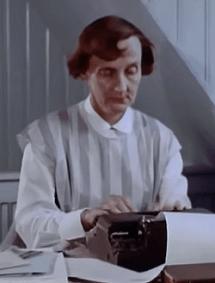"""Die weltberühmte Kinderbuch-Autorin Astrid Lindgren an ihrer Schreibmaschine """"Halda"""" - Glarean Magazin"""