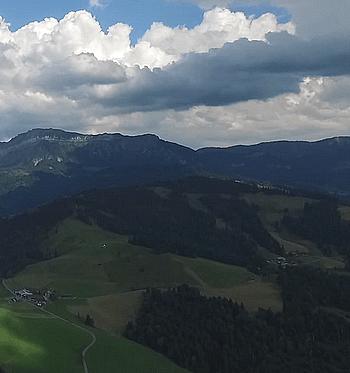 Wolken über der Rengg-Landschaft im Entlebuch (Glarean Magazin)