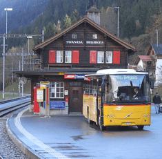 Die Tavanasa-Bahnstation bei Breil/Brigels in der Surselva