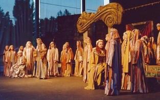 Chor in einer «Nabucco»-Aufführung der Schlesischen Nationaloper in Eberswalde 2004