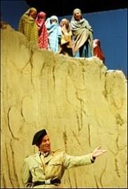 Der Chor nicht als Handlungs-Träger, sondern als Erzähl-Instanz: Chalkidische Frauen in Euripides' «Iphigenie in Aulis» (Mannheimer National-Theater 2002)