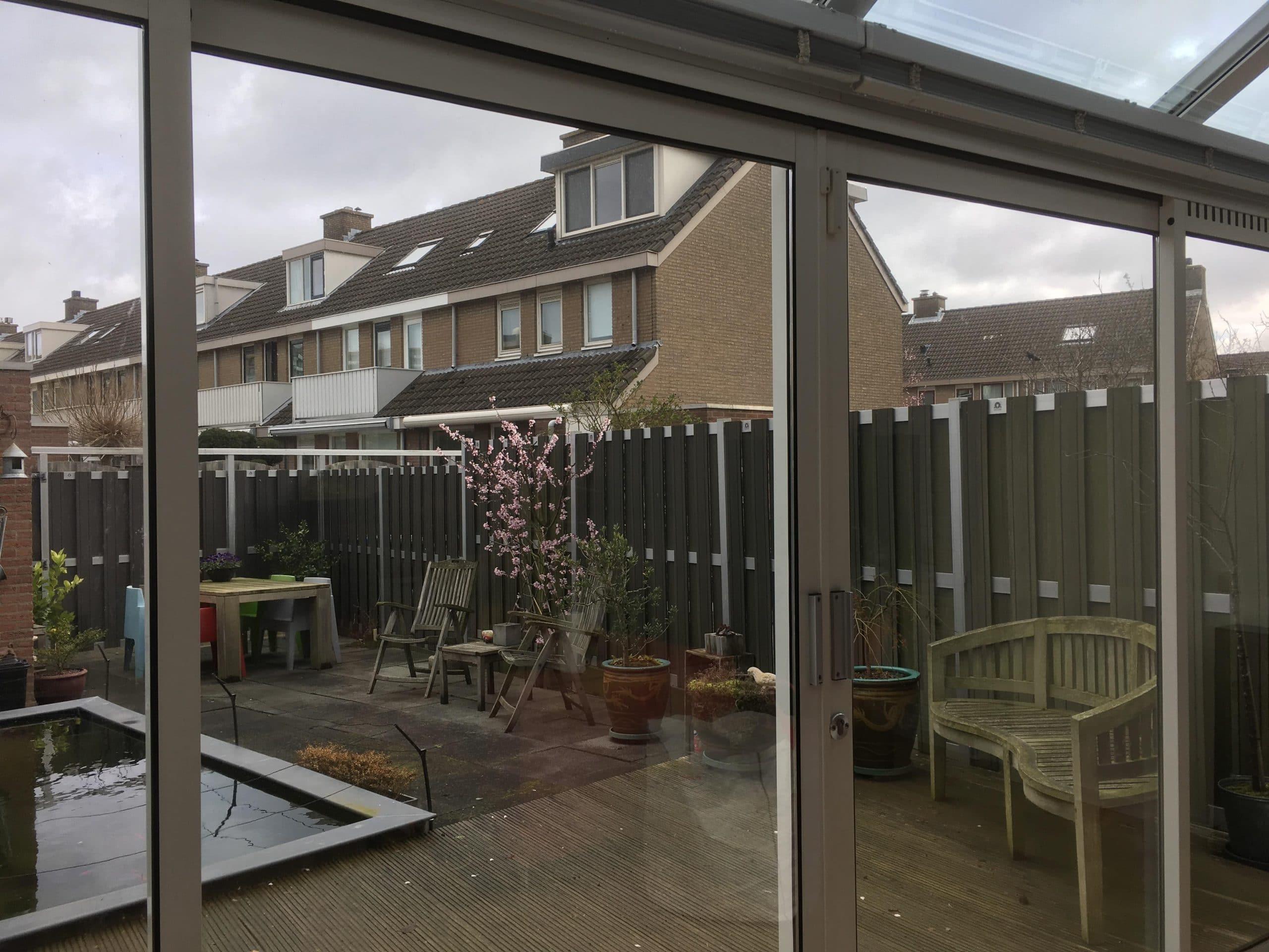 Clearview 60 gemonteerd op verticale beglazing in particulier woonhuis