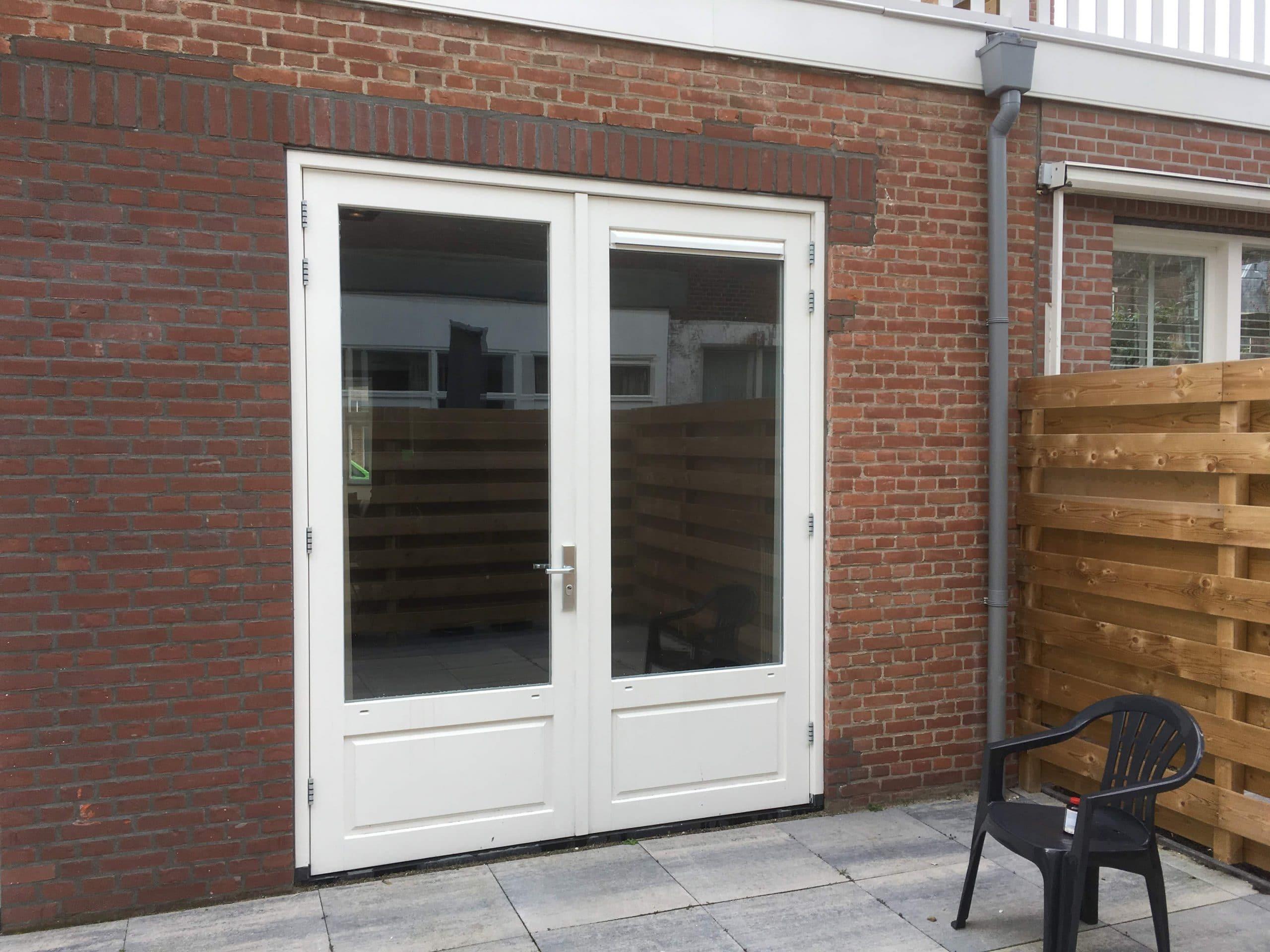 Particulier woonhuis voorzien van Sunblock 200 micron dikke sterk inbraak vertragende glasfolie