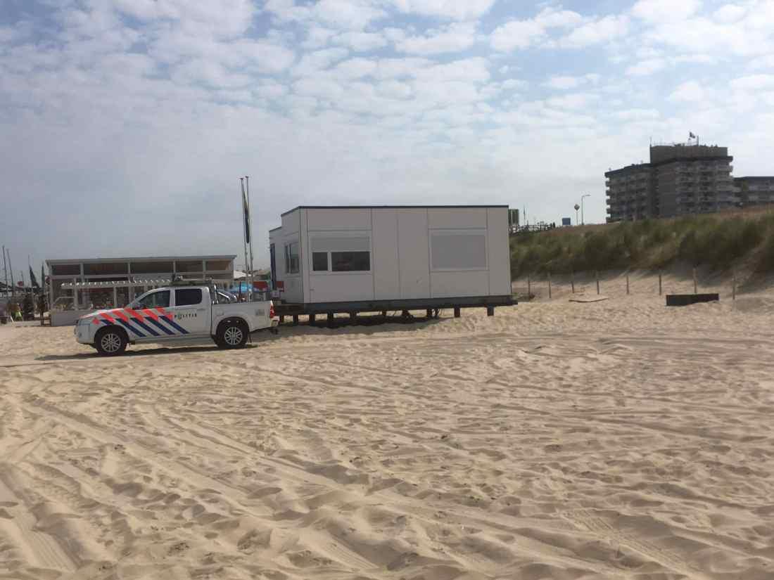 Sunblock Zilver 20 beperkt de binnentredende zonnewarmte bij Politie post Scheveningen