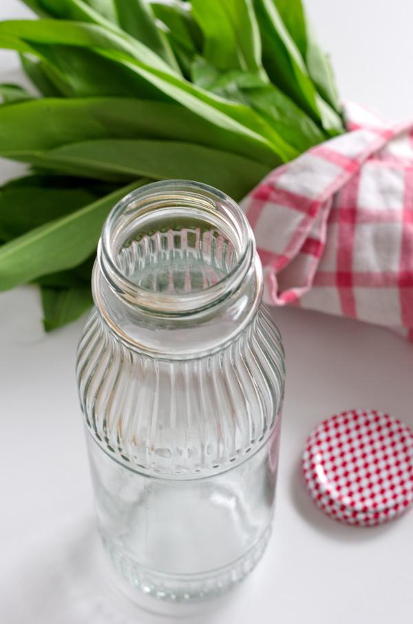 Vorbereitung_ Flasche für Bärlauchöl